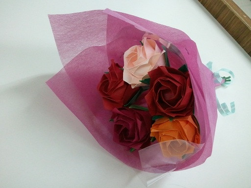 すべての折り紙 立体折り紙バラ折り方 : 折り紙で作成したお花のブーケ ...