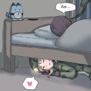 隊長のベッドの下に潜むアカニシさん