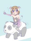 デパートの屋上にあるパンダに乗るカミラ