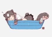 プールでうたた寝するヒグマさん