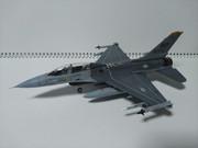 ハセガワ 1/72 F-16B