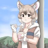 カップ麺を食べるアフリカオニネズミさん