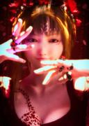 赤い宝石の少女