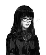 黒髪ぱっつん黒縁メガネ黒い服