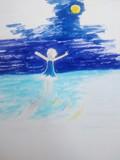 海を歩く少女