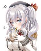 タピオカを飲む鹿島さん