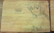 学校の机に綾波レイを描いた