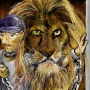 鎖の男と奥のライオン