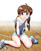 体育館は暑いので清美ちゃんも薄着です