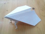 友達のつくった紙飛行機…。