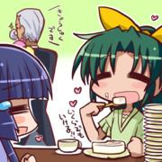 桃のロールケーキを食べるなおちゃん
