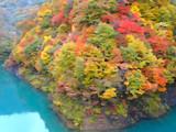県道431号 湖面と紅葉