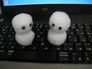 パソコンの上でも融けない雪だるま。