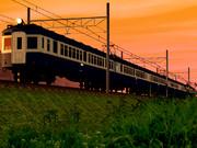 旧型国電と夕日