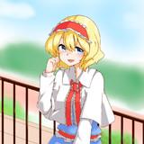 屋上のフェンスに寄りかかって微笑むアリス