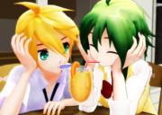 1つのジュースに2つのストロー