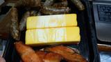切り絵/燻製 狼とスモークチーズ