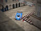 旧市街、レーシングカーが走る