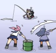 秋刀魚釣りをする曙さんのために、コマセを撒く漣さんと潮さん
