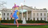 「星条旗の少女がホワイトハウス侵入」