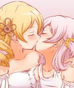幸せなキスをするマミなぎ