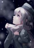明かりの下の雪の中