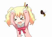 スズメバチに襲われるアリス