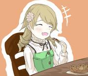 ナッツのタルトを食べている森久保乃々