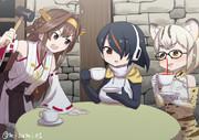 金剛「私より紅い紅茶を飲むなんてズルいデース!私も自分の頭叩いてもっと紅くしマース!」