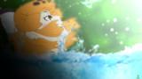 水面から勢いよく顔を出す濡れジャガーさん