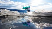 ちっちゃいミクと凍った湖。