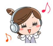 音楽を聴いてノリノリのOLのイラスト @ 板橋英希