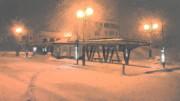 冬の夜のバス停
