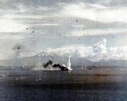 戰艦武藏(雷撃を受け煙を上げる)