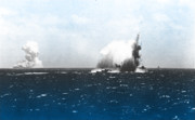 炎上する米空母「ワスプ」と雷撃を受ける米驅逐艦「オブライエン」