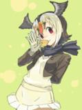 お菓子をパクリとパフィンちゃん