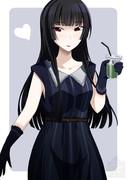 抹茶オレを持つ姫カットお姉さん