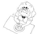 バウムクーヘンを丁寧に切り取るジャガーちゃん