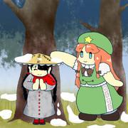 成美の笠に積もった雪を落としてあげる美鈴