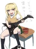 ギターを弾き語る女の子