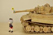 逸見のためにお花摘んできたけど、気がついてもらえないティーガー戦車
