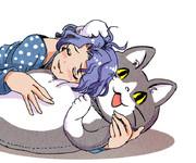 柔らかくて癒される大きな猫のぬいぐるみ。