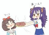 ソラちゃんにお好み焼き食べさせてあげるルナちゃん