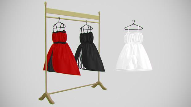 ハンガーにかかったドレス