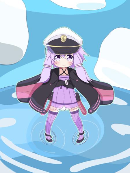 ちびゆかりん艦長、海に立つ(縦構図)