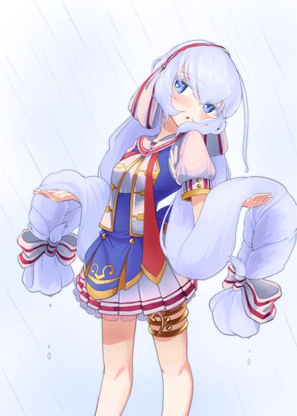 雨の中の白髪アルビノウナちゃん