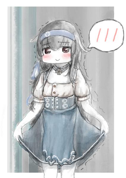 レーベから奪った衣装を着せられる初霜さんカワイイヤッター