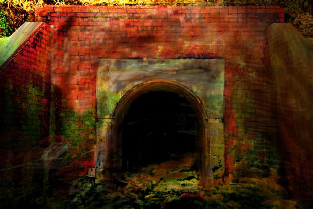 異界へと続くトンネル