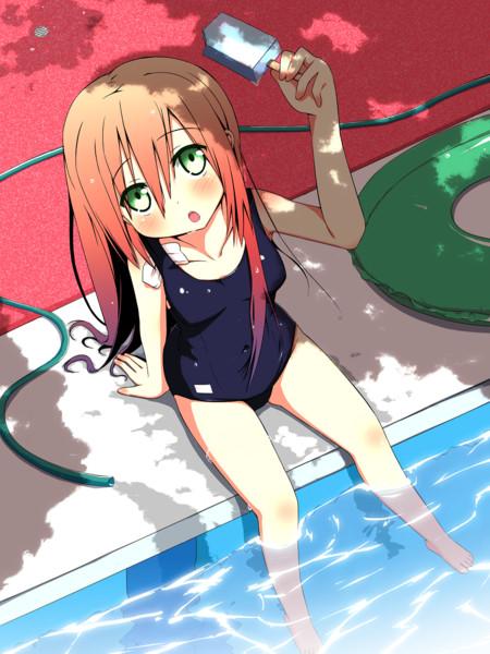 プールサイドの少女( ´◔ ‸◔')