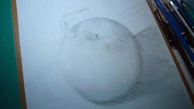 お腹が空いたので「りんご」を描いてたらムシが飛び出してきた!